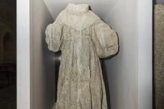 Figura de San Francisco Granito pardo, 108 x 57 x 38 cm S. XVIII