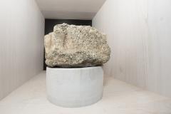 Capitel entrego Granito policromado, 12 x 21 (diámetro) S. XIV