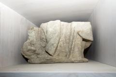 Figura de Santa Catarina, fragmento da parte inferior da escultura Granito, 33 x 57 x 30 cm S. XVIII